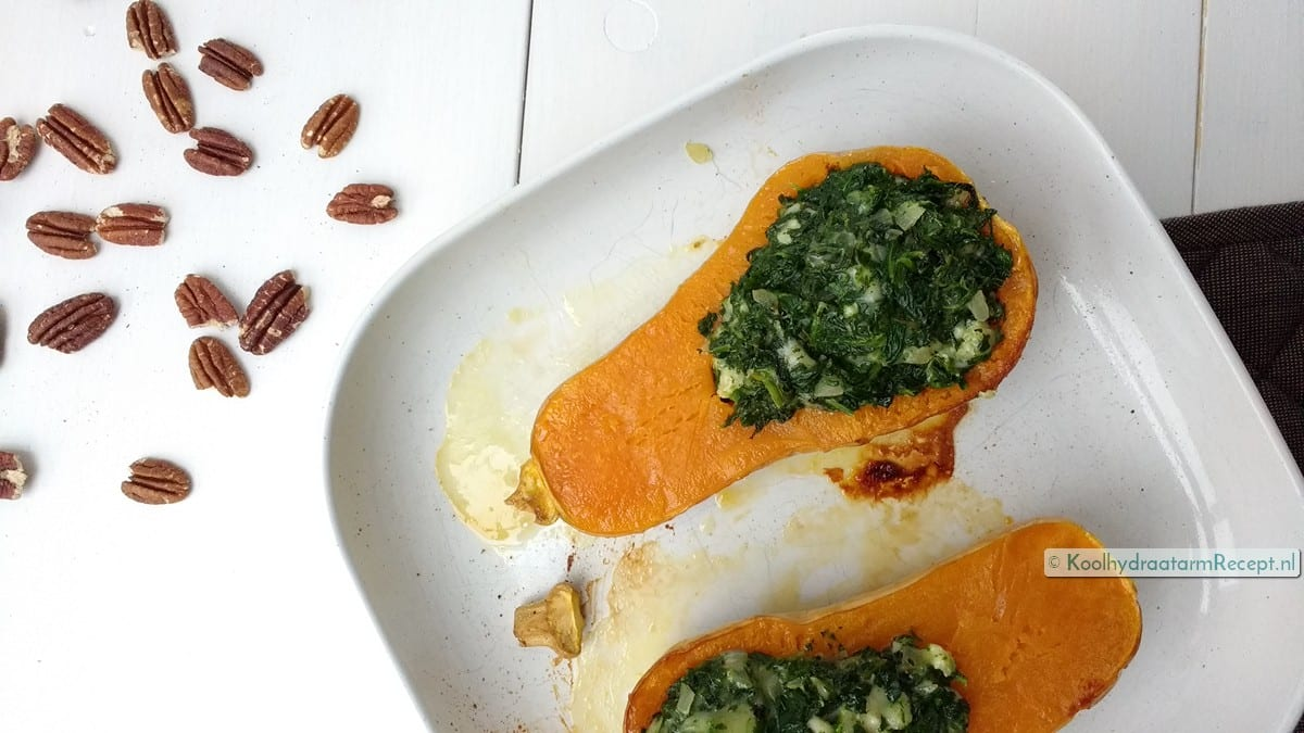 Flespompoen met spinazie en kaas, klaar voor de oven