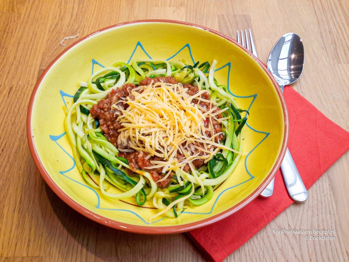 courgetti met tomaten gehaktsaus