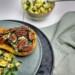 Flespompoen met spinazie en kaas, klaar om gegeten te worden