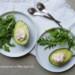 gevulde avocado met geitenkaas en paprika