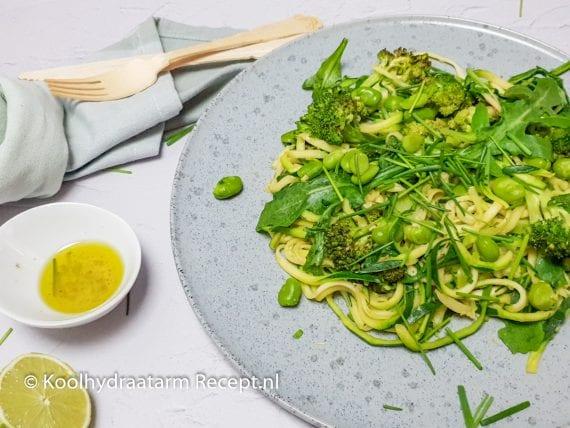 Lauwwarme groene groente