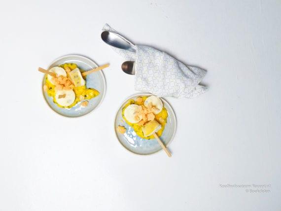 yoghurtijsjes met passievruchten curd