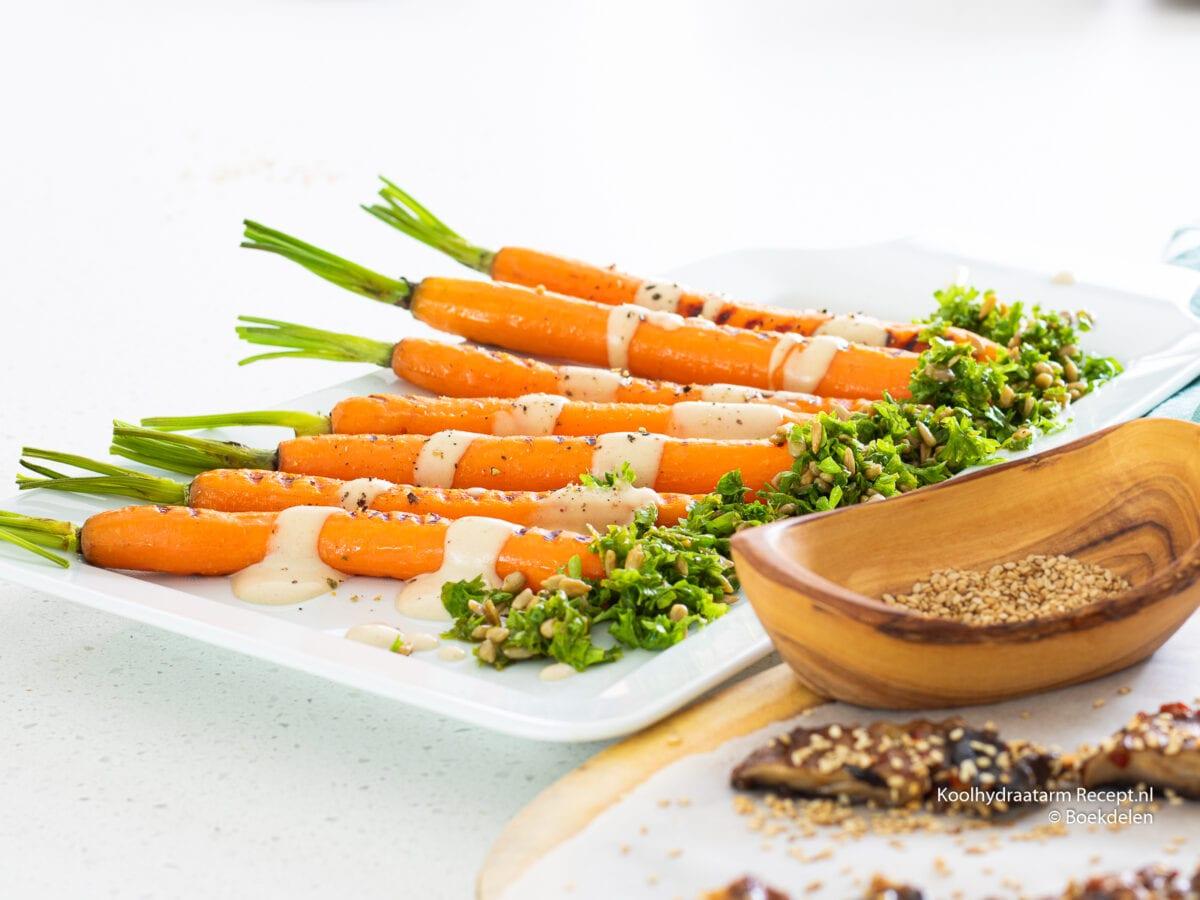 Gegrilde worteltjes met tahinsaus
