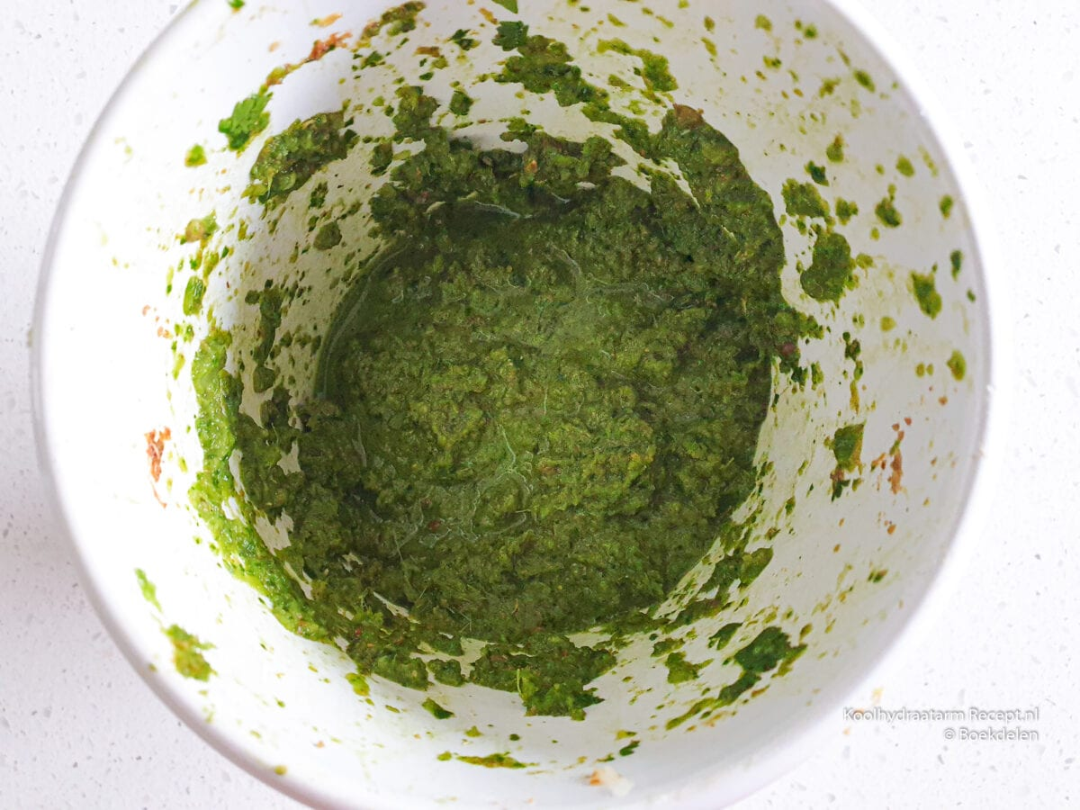 Koolhydraatarme groene currypasta