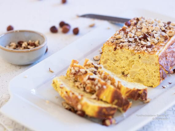 koolhydraatarme bloemkoolcake met noten