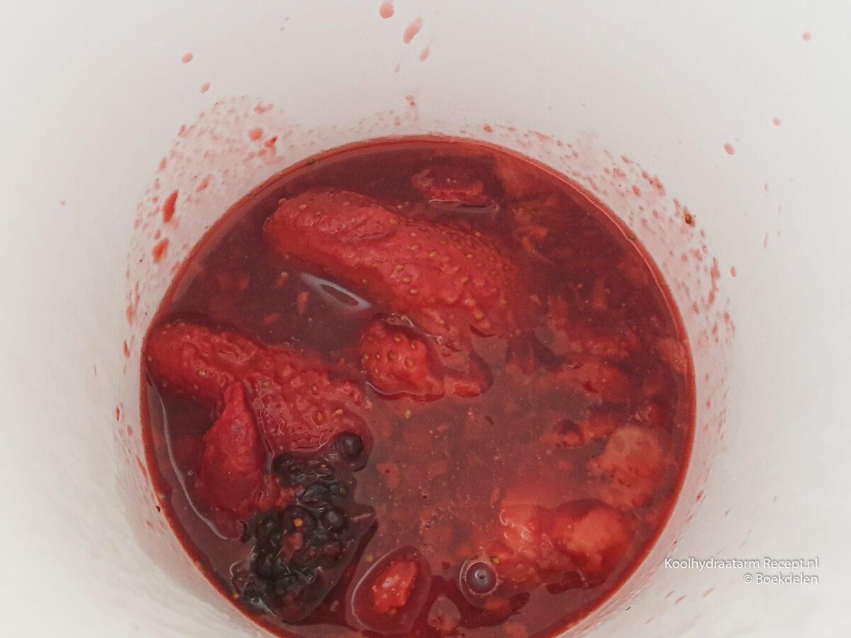 koolhydraatarme trifle met rode vruchtencoulis