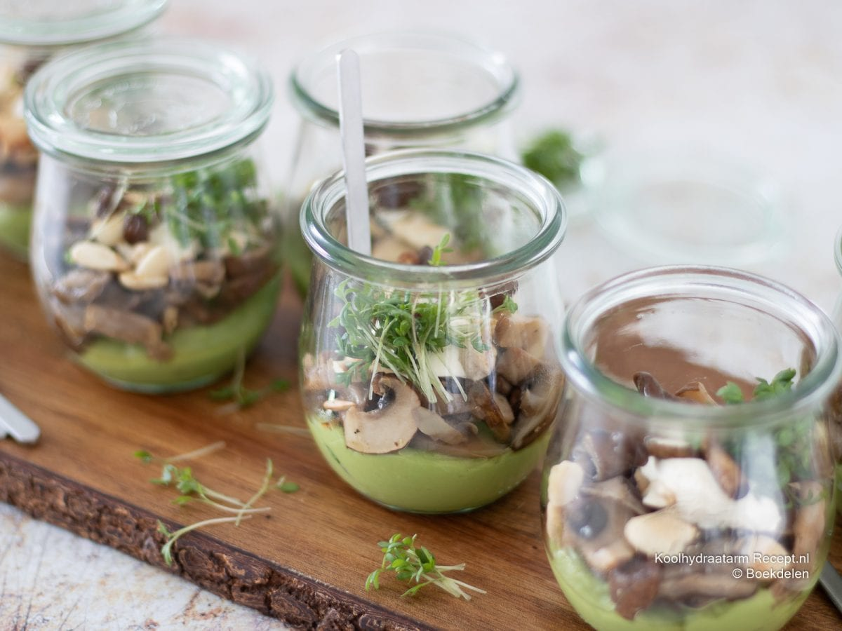 Avocadocrème met paddenstoelen