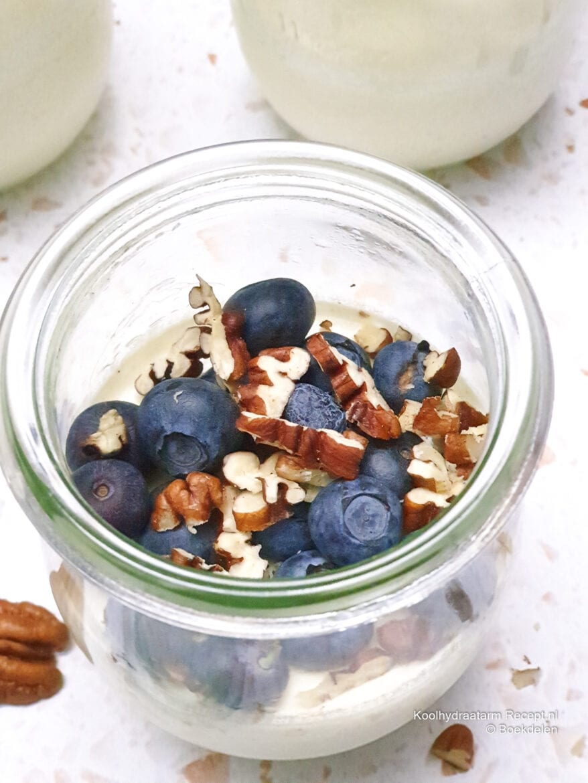 yoghurt panna cotta met blauwe bessen