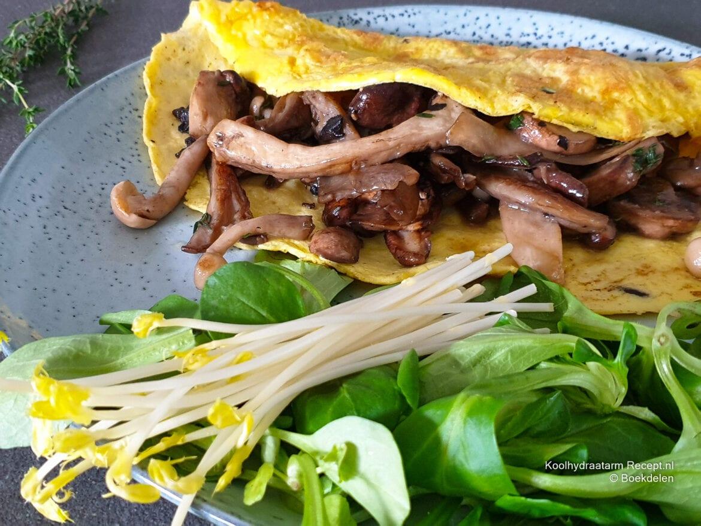 keto omelet met gemengde paddenstoelen