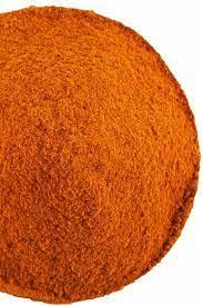 De meestgebruikte chili's voor chilipoeder zijn de rode chilipeper en de cayennepeper, maar ook andere pepers kunnen worden gebruikt. Daardoor zal het ene chilipoeder veel pittiger smaken dan het andere. Die van ons is echt heet, daar gebruik ik maar weinig van.